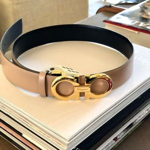 Salvatore Ferragamo Reversible Belt. Black/Blush